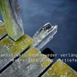 Steg an der Havel mit dem Gorch Fock Zitat: Du kannst dein Leben weder verlängern, noch verbreitern - nur vertiefen. Gorch Fock