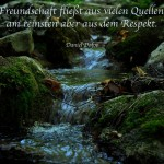 Wasserfall im Wald mit dem Defoe Zitat: Freundschaft fließt aus vielen Quellen, am reinsten aber aus dem Respekt. Daniel Dafoe
