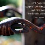 Türklinke zum alten Friedenauer Friedhof mit dem Birkenbihl Zitat: Der Erfolgreiche überprüft seine Begabungen und Fähigkeiten, ehe er sein Ziel steckt. Vera F. Birkenbihl
