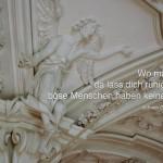 Engel im Kloster Andechs mit dem Seume Zitat: Wo man singt, da lass dich ruhig nieder, böse Menschen haben keine Lieder. Johann Gottfried Seume
