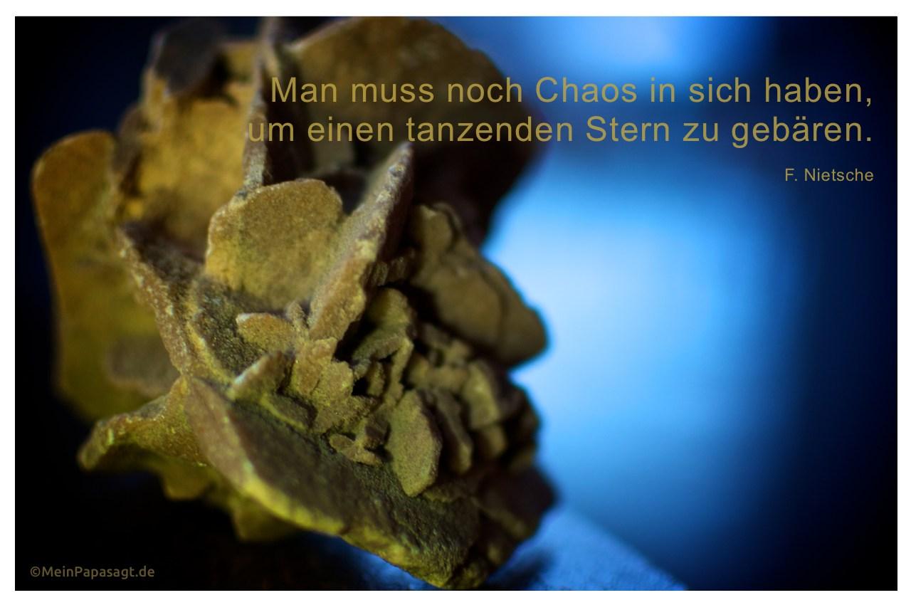 Wüstenrose mit dem Friedrich Nietzsche Zitat: Man muss noch Chaos in sich haben, um einen tanzenden Stern zu gebären. F. Nietsche