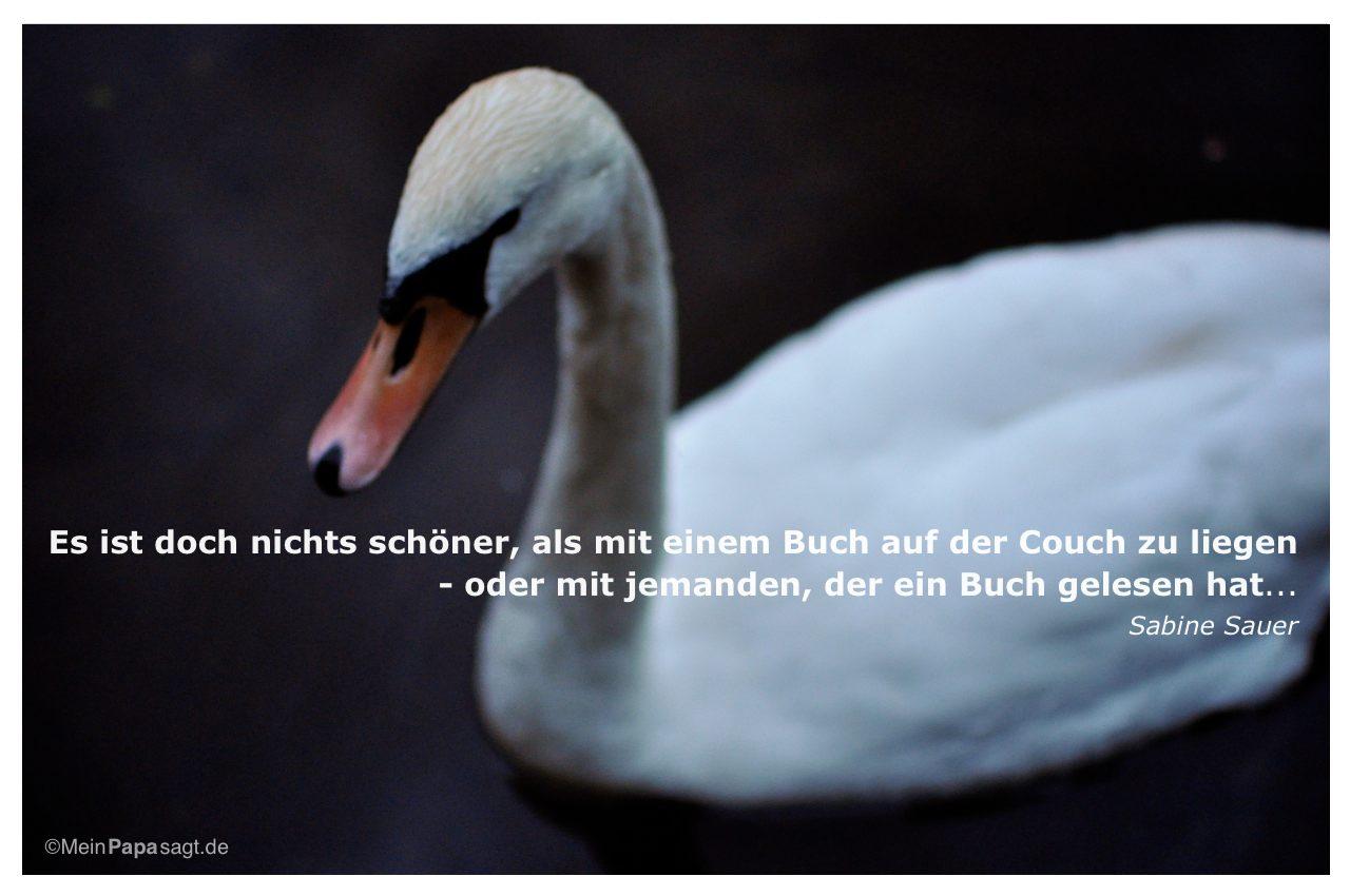 Schwan mit dem Zitat: Es ist doch nichts schöner, als mit einem Buch auf der Couch zu liegen - oder mit jemanden, der ein Buch gelesen hat... Sabine Sauer
