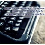 Alte Schreibmaschine mit dem Mark Twain Zitat: Gegen Zielsetzungen ist nichts einzuwenden, sofern man sich dadurch nicht von interessanten Umwegen abhalten läßt. Mark Twain