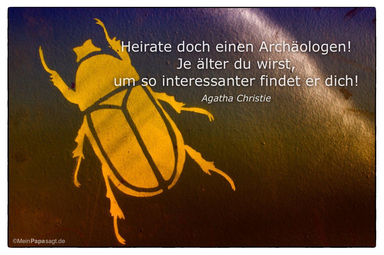 Skarabäus mit dem Agatha Christie Zitat: Heirate doch einen Archäologen! Je älter du wirst, um so interessanter findet er dich! Agatha Christie