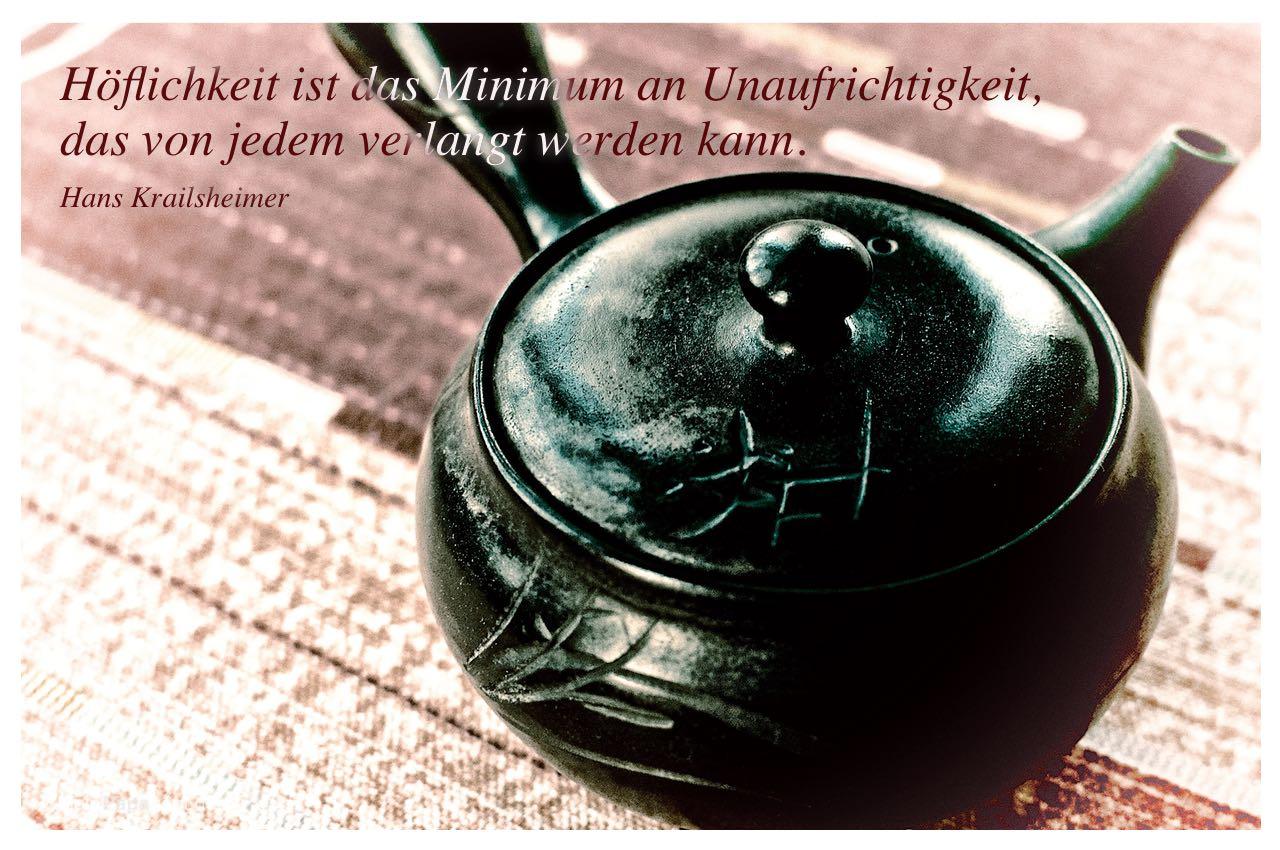 Asiatische Teekanne mit dem Hans Krailsheimer Zitat: Höflichkeit ist das Minimum an Unaufrichtigkeit, das von jedem verlangt werden kann. Hans Krailsheimer