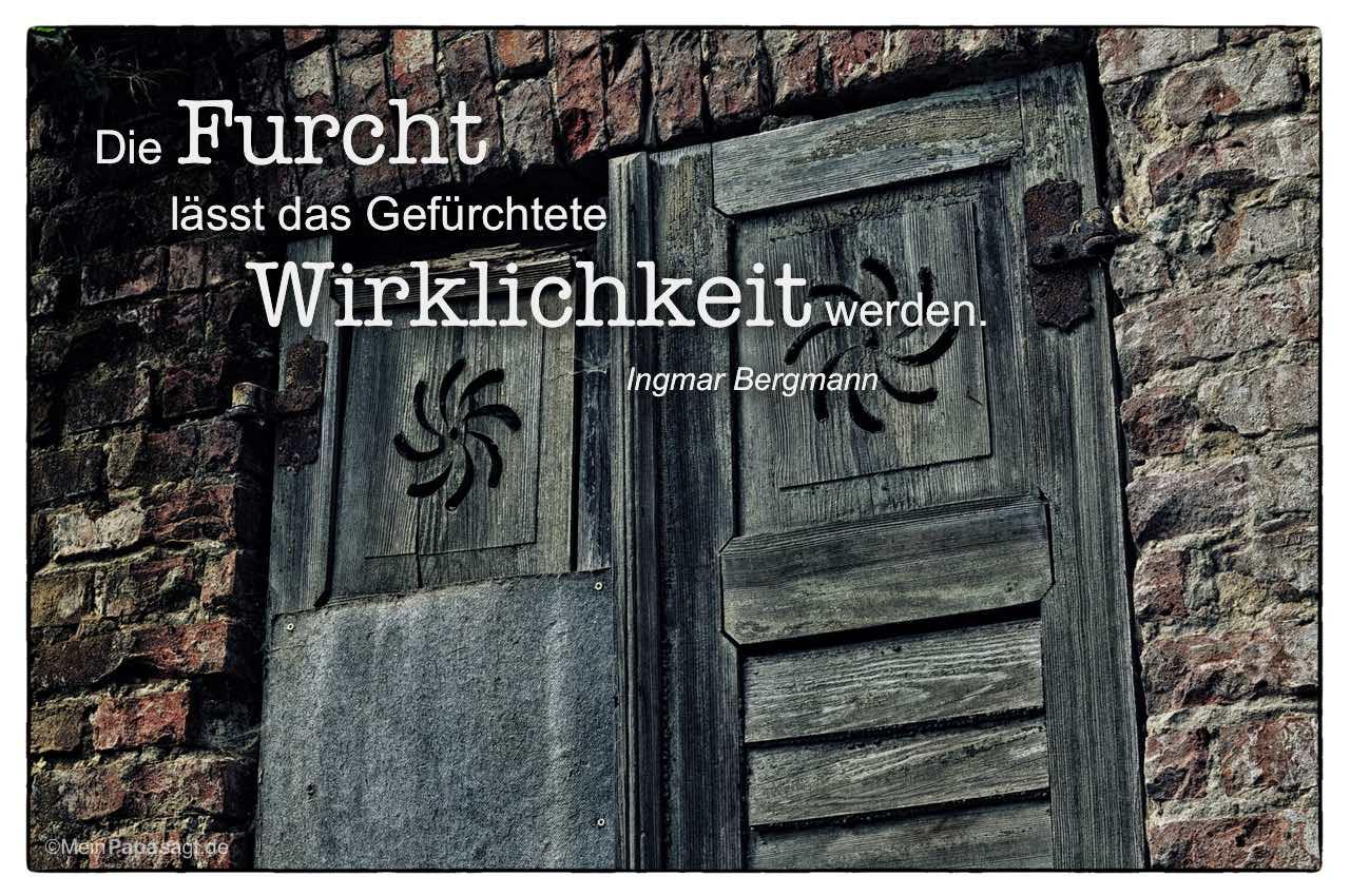 Alte Fensterläden mit dem Ingmar Bergmann Zitat: Die Furcht lässt das Gefürchtete Wirklichkeit werden. Ingmar Bergmann