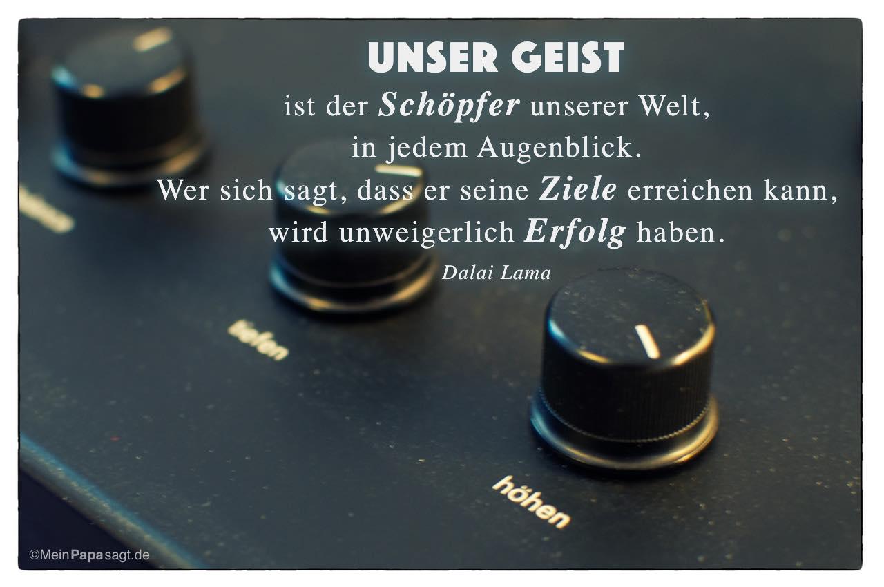 Alter Plattenspieler mit dem Dalai Lama Zitat: Unser Geist ist der Schöpfer unserer Welt, in jedem Augenblick. Wer sich sagt, dass er seine Ziele erreichen kann, wird unweigerlich Erfolg haben. Dalai Lama