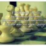 Schachspiel mit dem Friedrich Nietzsche Zitat: Wollte man warten, bis man etwas so gut könnte, dass niemand etwas daran auszusetzen fände, brächte man nie etwas zuwege. Friedrich Nietzsche