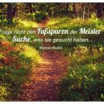 Waldweg mit dem Matsuo Bashō Zitat: Folge nicht den Fußspuren der Meister: Suche, was sie gesucht haben. Matsuo Bashō