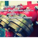 Hydranten mit dem Adolf Nowaczynski Zitat: Nicht der ist arm, der sich keinen Jugendtraum erfüllt hat, sondern der, der schon in der Jugend nicht träumte. Adolf Nowaczynski