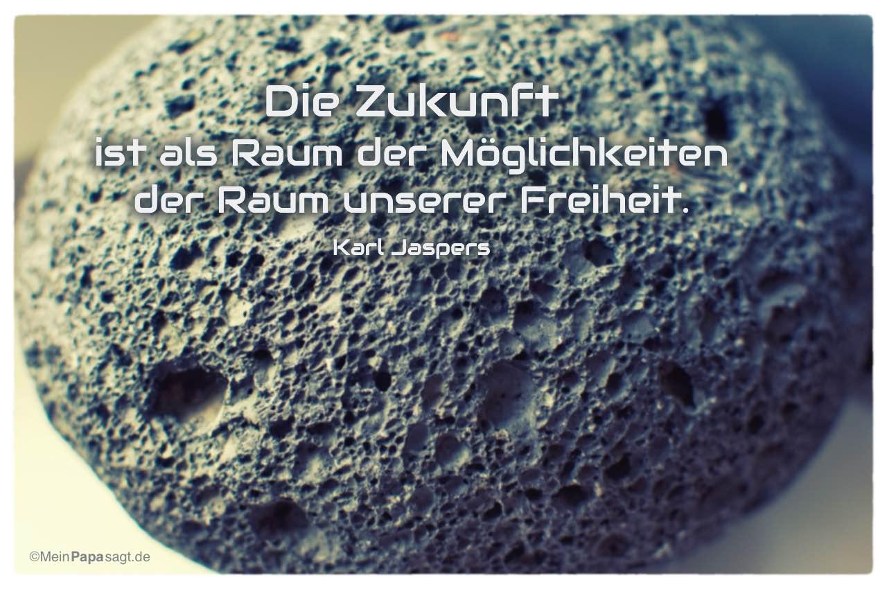 Stein mit dem Karl Jaspers Zitat: Die Zukunft ist als Raum der Möglichkeiten der Raum unserer Freiheit. Karl Jaspers