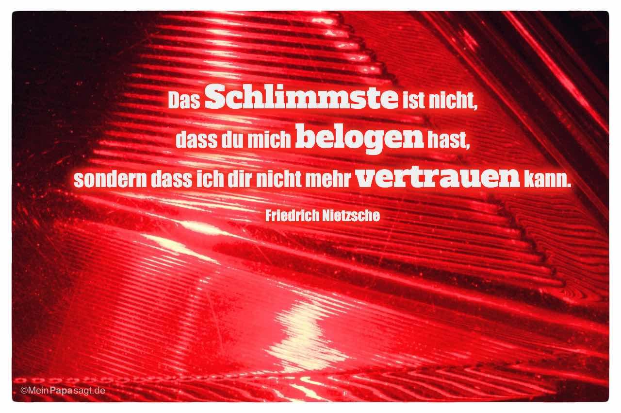 PKW-Rücklicht mit dem Friedrich Nietzsche Zitat: Das Schlimmste ist nicht, dass du mich belogen hast, sondern dass ich dir nicht mehr vertrauen kann. Friedrich Nietzsche