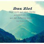 Italienische Berge mit dem Carl-Gustav Jung Zitat: Das Ziel liegt nicht auf dem Gipfel, sondern im Tale, wo der Aufstieg begann. Carl-Gustav Jung
