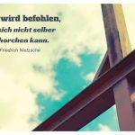Stahlgerüst mit dem Friedrich Nietzsche Zitat: Dem wird befohlen, der sich nicht selber gehorchen kann. Friedrich Nietzsche