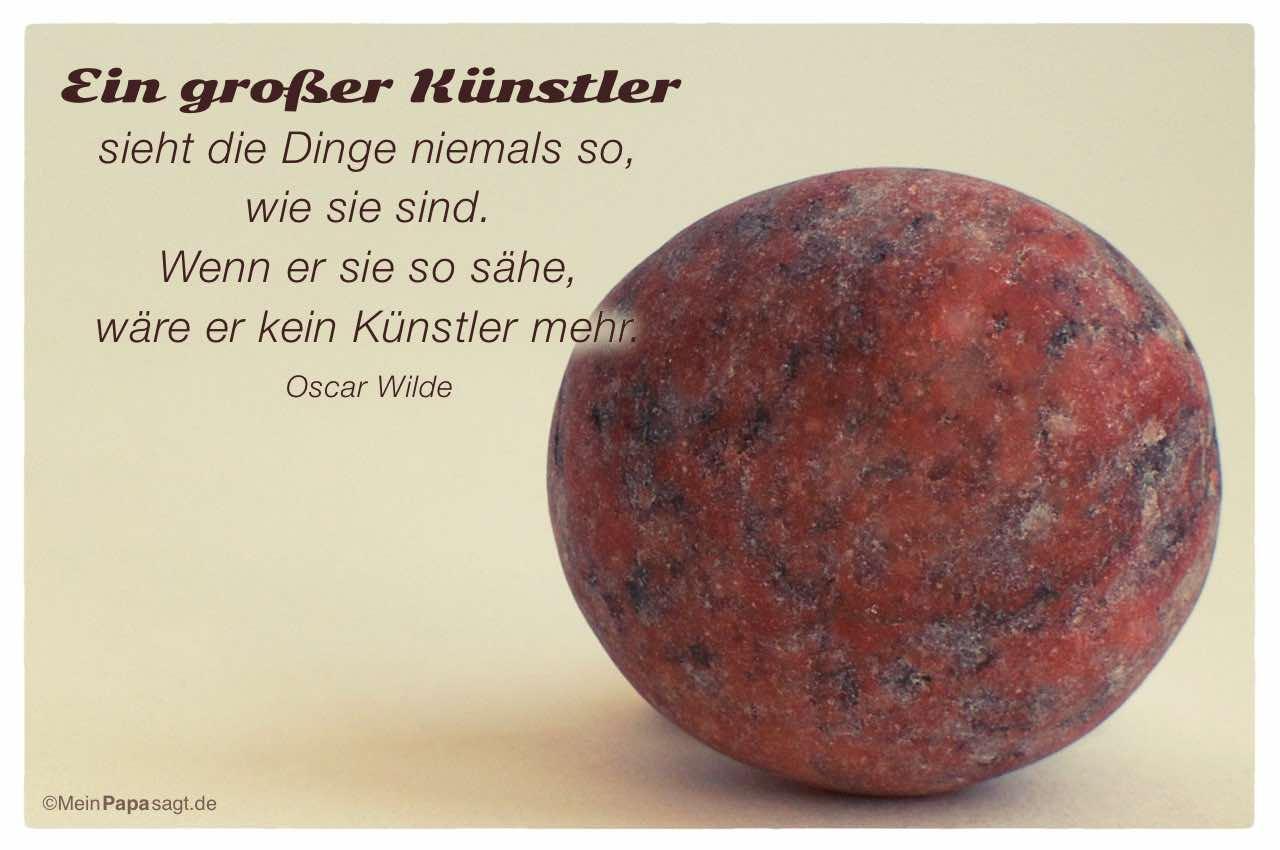 Stein mit dem Oscar Wilde Zitat: Ein großer Künstler sieht die Dinge niemals so, wie sie sind. Wenn er sie so sähe, wäre er kein Künstler mehr. Oscar Wilde