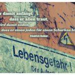 Lebensgefahr - Hinweisschild am Baukran mit dem Christian Friedrich Hebbel Zitat: Wer damit anfängt, dass er allen traut, wird damit enden, dass er einen jeden für einen Schurken hält. Christian Friedrich Hebbel