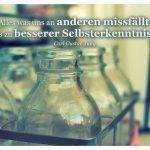 Flaschen mit dem Carl Gustav Jung Zitat: Alles was uns an anderen missfällt, kann uns zu besserer Selbsterkenntnis führen. Carl Gustav Jung