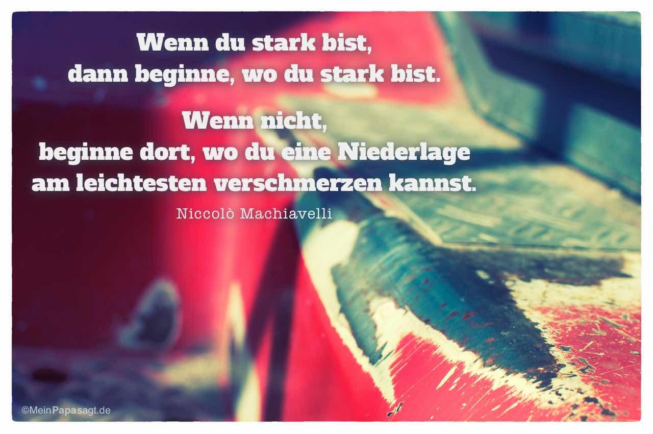 Tritt Baufahrzeug mit dem Machiavelli Zitat: Wenn du stark bist, dann beginne, wo du stark bist. Wenn nicht, beginne dort, wo du eine Niederlage am leichtesten verschmerzen kannst. Niccolò Machiavelli