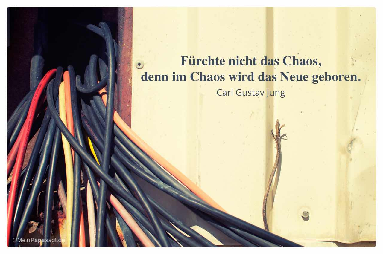 Kabelsalat mit dem Jung Zitat: Fürchte nicht das Chaos, denn im Chaos wird das Neue geboren. Carl Gustav Jung