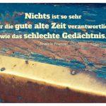 Alt Berliner Haustür mit dem France Zitat: Nichts ist so sehr für die gute alte Zeit verantwortlich wie das schlechte Gedächtnis. Anatole France