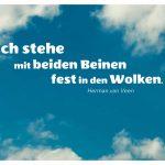Wolken und blauer Himmel mit dem van Veen Zitat: Ich stehe mit beiden Beinen fest in den Wolken. Herman van Veen