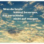 abendlicher Wolkenhimmel mit dem deutschen Sprichwort: Was du heute kannst besorgen, das verschiebe nicht auf morgen. Deutsches Sprichwort