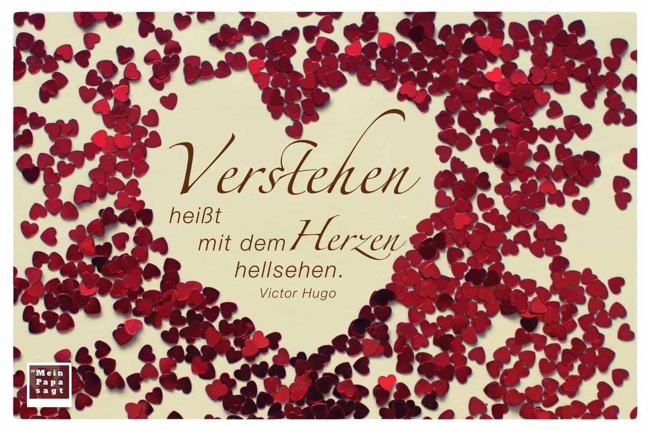 Kleine Herzen bilden großes Herz mit dem Hugo Zitat: Verstehen heißt mit dem Herzen hellsehen. Victor Hugo