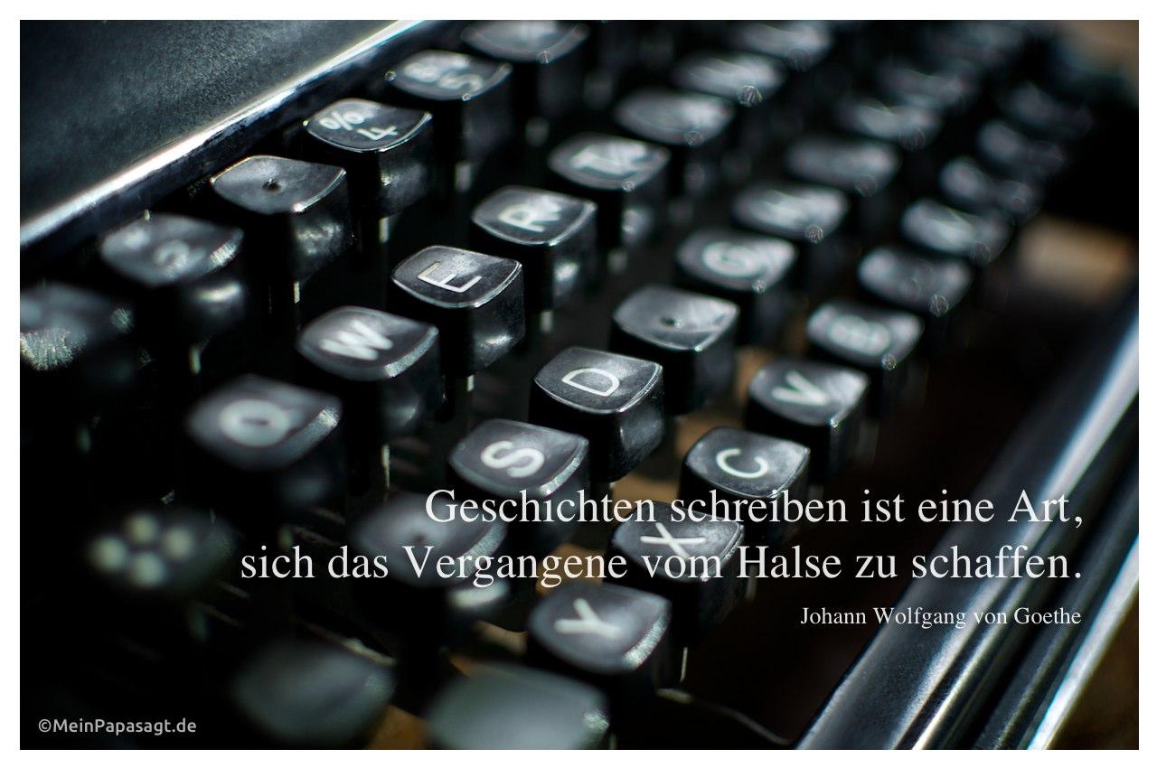 Alte Schreibmaschine mit dem Goethe-Zitat: Geschichten schreiben ist eine Art, sich das Vergangene vom Halse zu schaffen. Johann Wolfgang von Goethe