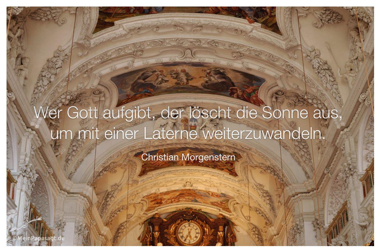 Kirche in Bayern mit dem Morgenstern Zitat: Wer Gott aufgibt, der löscht die Sonne aus, um mit einer Laterne weiterzuwandeln. Christian Morgenstern