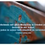 Rostiger Container mit dem Zitat: Ein Geheimnis mit allen Menschen in Frieden zu leben, besteht in der Kunst, jeden in seiner Individualität zu verstehen. Friedrich Ludwig Jahn