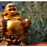 Buddha Figur mit dem Zitat: Reich sein an Wahrheit, Fleiß, tugendhafter Beherrschung, dabei gute Worte führen, das bringt höchstes Heil. Buddha