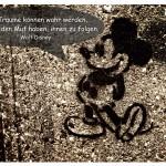 Mickey Mouse mit dem Walt Disney Zitat: Alle Träume können wahr werden, wenn wir den Mut haben, ihnen zu folgen. Walt Disney