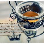 Teelicht mit dem Johann Wolfgang von Goethe Zitat: Willst du immer weiter schweifen? Sieh das Gute liegt so nah! Lerne nur das Glück ergreifen, denn das Glück ist immer da. Johann Wolfgang von Goethe