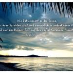 Unwetter Thailand mit dem Ralph Waldo Emerson Zitat: Nie bekümmert es die Sonne, dass einige ihrer Strahlen weit und vergeblich in undankbaren Raum fallen und nur ein kleiner Teil auf den reflektierenden Planeten. Ralph Waldo Emerson