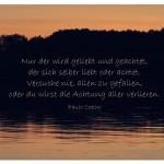 Sonnenuntergang mit dem Paulo Coelho Zitat: Nur der wird geliebt und geachtet, der sich selber liebt oder achtet. Versuche nie, allen zu gefallen, oder du wirst die Achtung aller verlieren. Paulo Coelho