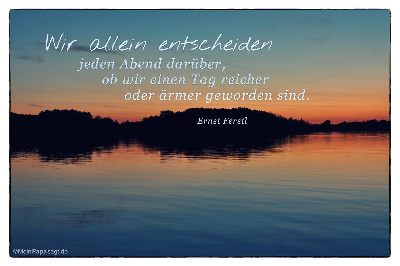 Sonnenuntergang im Havelland mit dem Ernst Ferstl Zitat: Wir allein entscheiden jeden Abend darüber, ob wir einen Tag reicher oder ärmer geworden sind. Ernst Ferstl