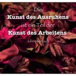 Getrocknete Blüten mit dem John Steinbeck Zitat: Die Kunst des Ausruhens ist ein Teil der Kunst des Arbeitens. John Steinbeck