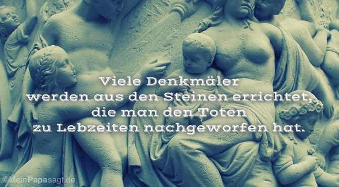 Viele Denkmäler werden aus den Steinen errichtet …