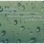 Regentropfen mit dem Spruch: Menschen, die die Muße und Ruhe nicht mehr kennen, führen auch im größeren Reichtum ein armes Leben.