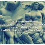 Denkmal mit dem Spruch: Viele Denkmäler werden aus den Steinen errichtet, die man den Toten zu Lebzeiten nachgeworfen hat.