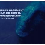 Büste mit dem Kurt Tucholsky Zitat: Das ärgerliche am Ärger ist, dass man sich schadet, ohne anderen zu nutzen. Kurt Tucholsky
