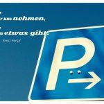 Parkplatz-Schild mit dem Ernst Ferstl Zitat: Zeit, die wir uns nehmen, ist Zeit, die uns etwas gibt. Ernst Ferstl