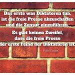 Ziegel-Mauer mit dem Castro Zitat: Das erste was Diktatoren tun, ist die freie Presse abzuschaffen und die Zensur einzuführen. Es gibt keinen Zweifel, dass die freie Presse der erste Feind der Diktaturen ist. Fidel Castro