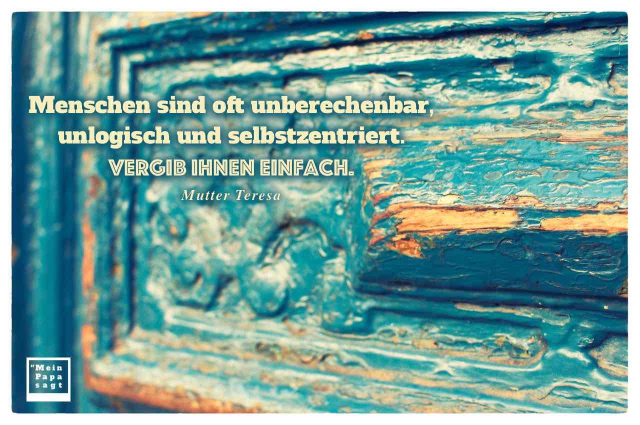 Alt Berliner Haustür mit dem Mutter Teresa Zitat: Menschen sind oft unberechenbar, unlogisch und selbstzentriert. Vergib ihnen einfach. Mutter Teresa