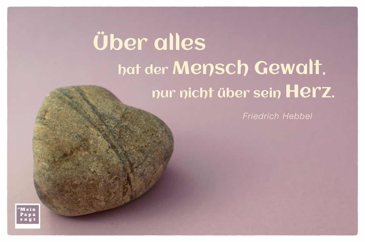 Stein in Herzform mit dem Zitat: Über alles hat der Mensch Gewalt, nur nicht über sein Herz. Friedrich Hebbel