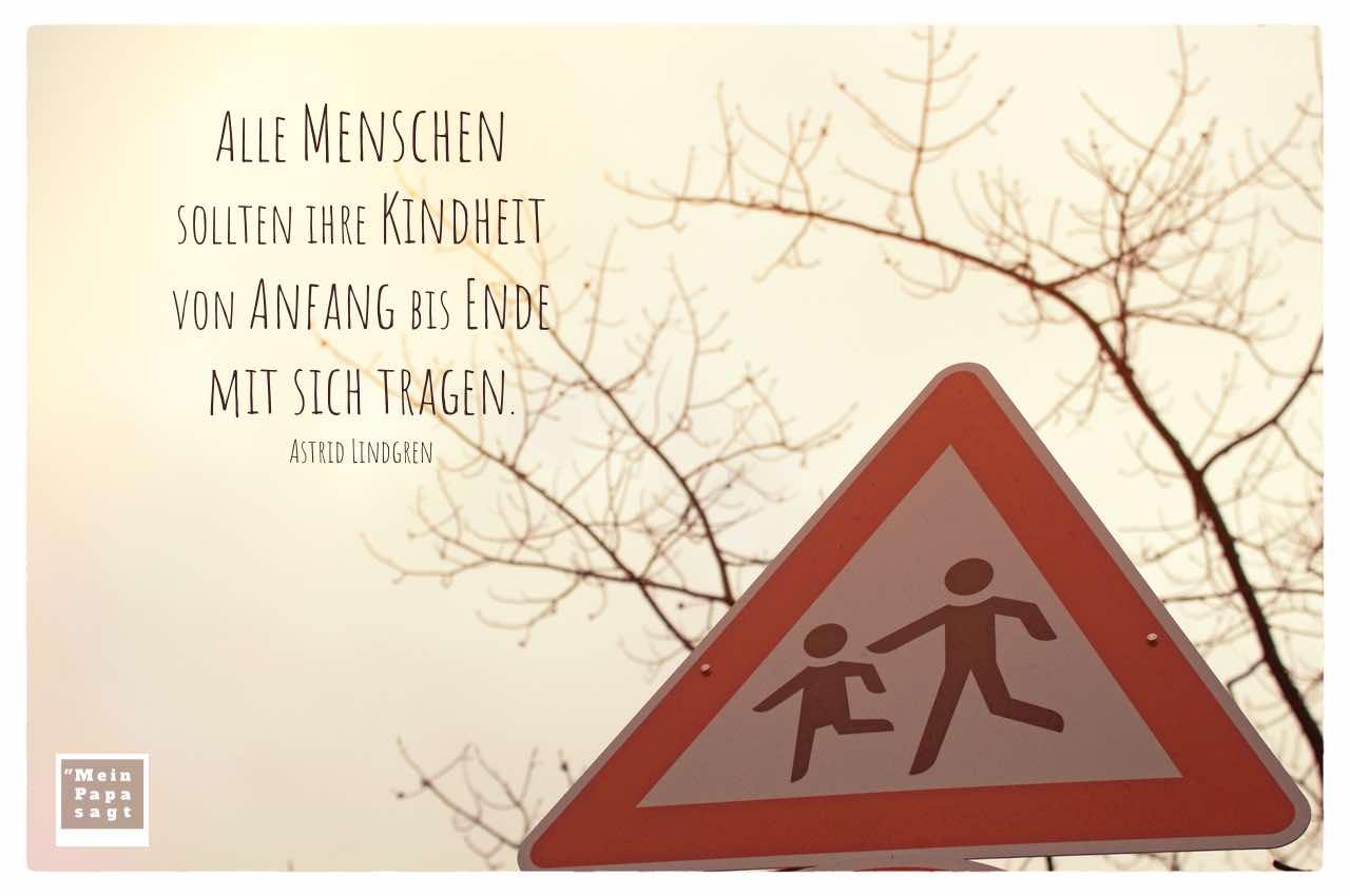Verkehrsschild Kinder mit dem Lindgren Zitat: Alle Menschen sollten ihre Kindheit von Anfang bis Ende mit sich tragen. Astrid Lindgren