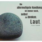 Stein-Gesicht mit dem Chanel Zitat: Die allermutigste Handlung ist immer noch, selbst zu denken. Laut. Coco Chanel