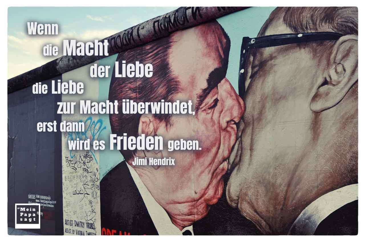 Bruderkuss zwischen Leonid Breschnew und Erich Honecker, East Side Gallery, Berlin mit dem Zitat: Wenn die Macht der Liebe die Liebe zur Macht überwindet, erst dann wird es Frieden geben. Jimi Hendrix