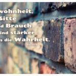 Alte Steinmauer mit dem Voltaire Zitat: Gewohnheit, Sitte und Brauch sind stärker als die Wahrheit. Voltaire