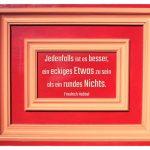 Alt-Berlin Haustür mit dem Hebbel Bilder-Zitat: Jedenfalls ist es besser, ein eckiges Etwas zu sein als ein rundes Nichts. Friedrich Hebbel